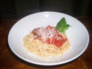 Spaghetti Margherita...spaghetti with tomato sauce, fresh mozzarella ...