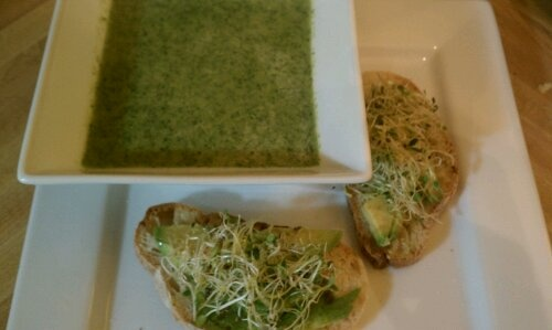 broccoli spinach soup with avocado toasts | Yummy | Pinterest