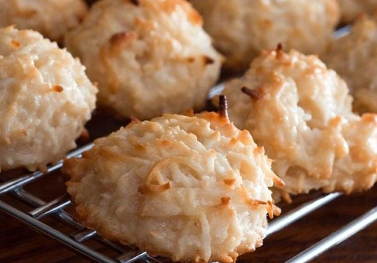 With only 4 grams of carbs per serving these coconut macaroons are