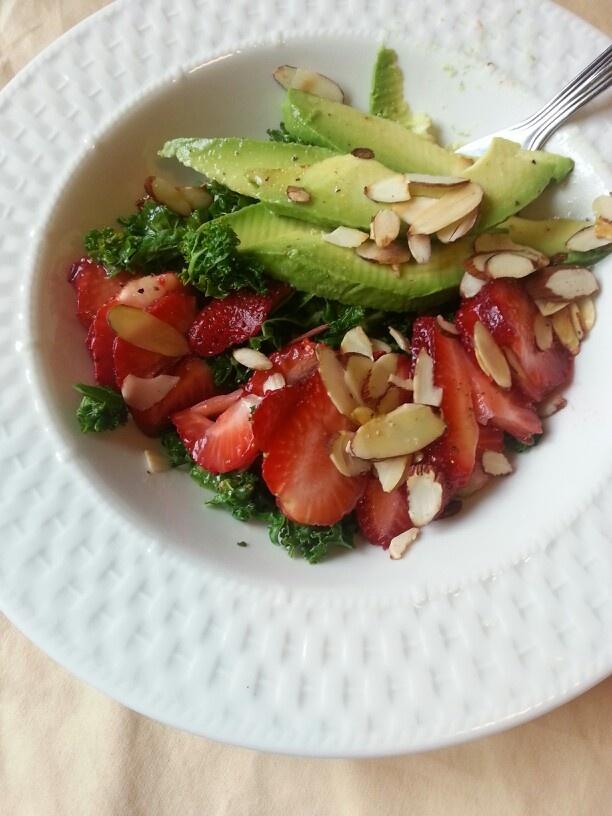 ! Kale, strawberries, toasted almond, avacado salad w. honey mustard ...