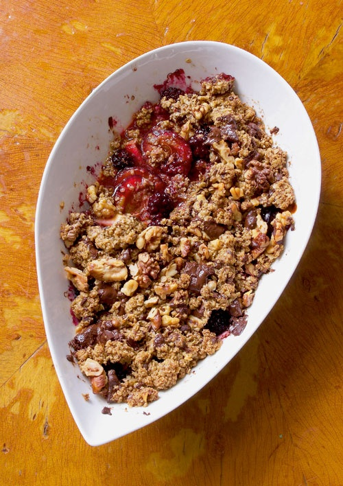 vegan fruit crumble (I used rhubarb, blackberries and apple with agave ...