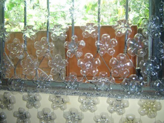 Cortina con base de botellas de plastico manualidades - Cortinas de plastico ...