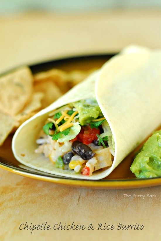 Easy Chipotle Chicken and Rice Burrito #MakeItYourMichelinas #sponsor ...