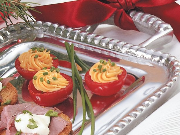 bacon-cheese stuffed cherry tomato appetizers! SERVINGS 24 12 cherry ...