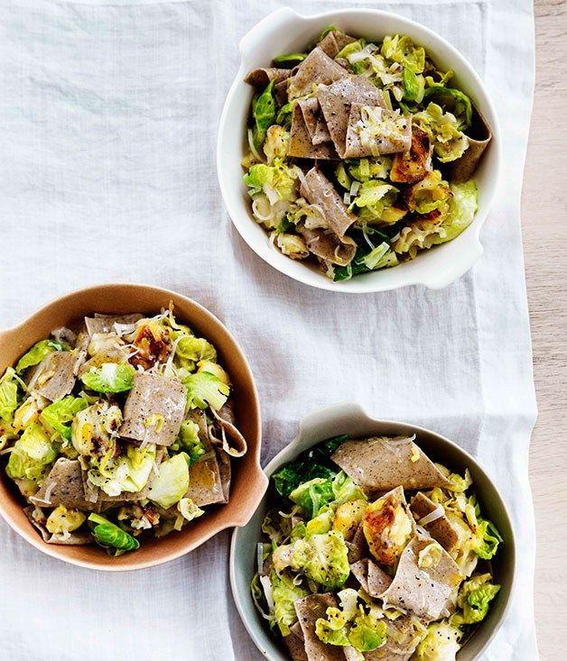 Buckwheat pasta with Brussels sprouts, Fontina and leek