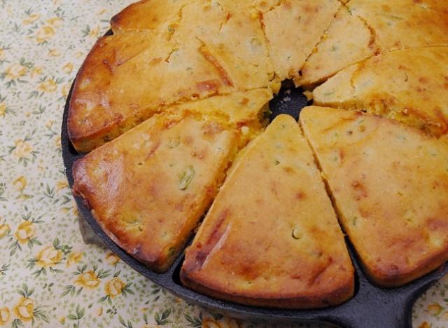 Cheddar jalapeno cornbread | Good Food | Pinterest