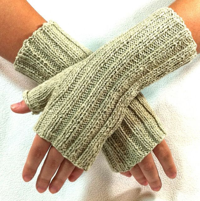Knitted Shamrock Pattern : Karas Fingerless Gloves pattern knit and purl Pinterest