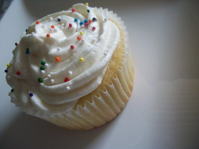White Chocolate Truffle filled cupcakes | Baking | Pinterest
