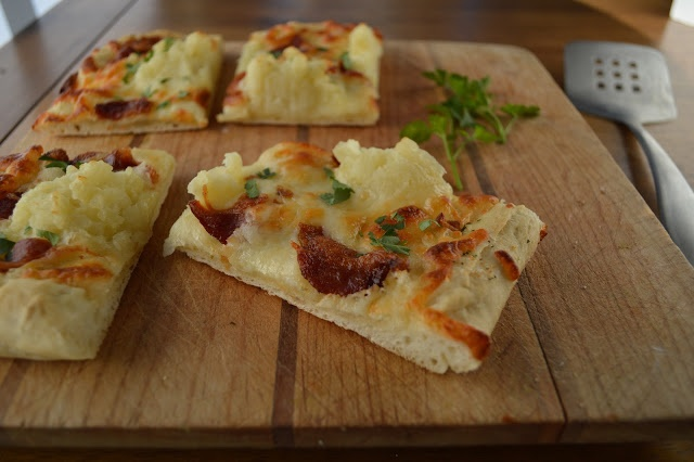 Virtually Homemade: Mashed Potato and Bacon Pizza