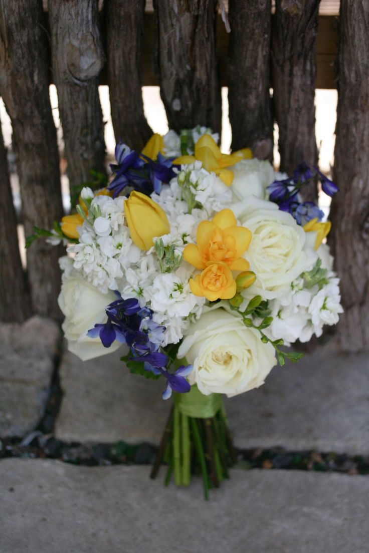 Bluebonnets + change yellow flowers to Yellow Roses = Texan Bouquet