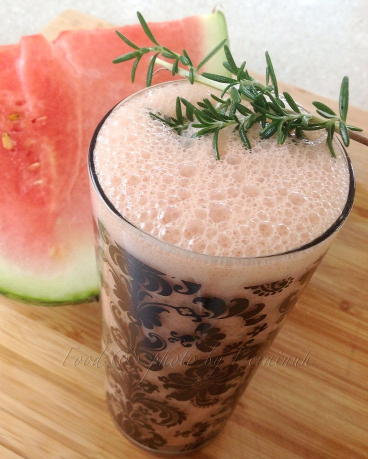 Watermelon & Rosemary Smoothie - vegan & organic