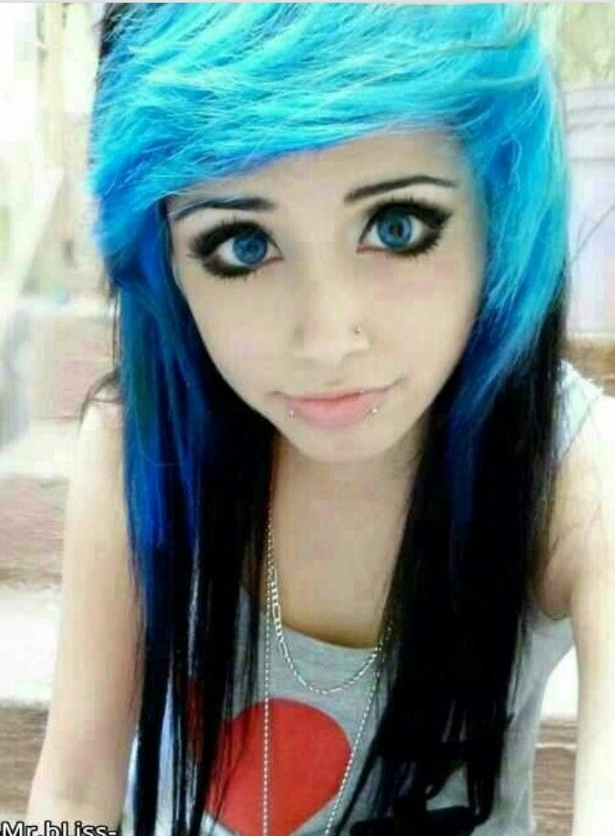 Scene girls with blue and black hair