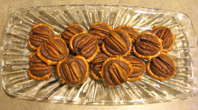 Super easy & delicious Rolo Pretzel Turtles! Get the recipe at My ...