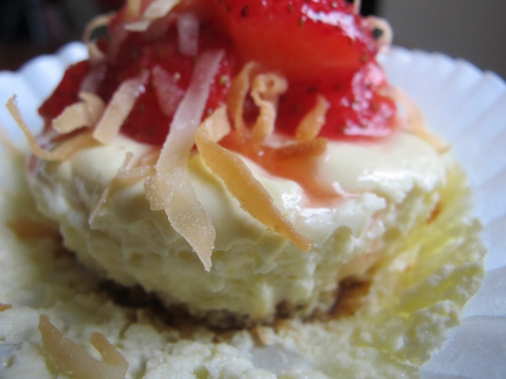 low calorie strawberry coconut mini cheesecakes - po' man meals ...