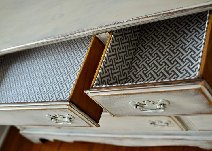 These lined drawers make for a nice pop of pattern! #nurserydecor