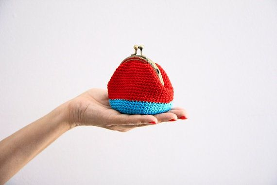 Crochet Quarter Keeper : Crochet coin purse, the Red Keeper, in red and turquoise