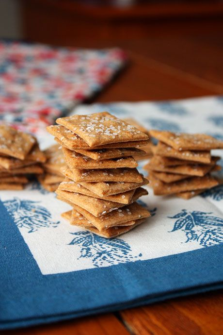 Rosemary Parmesan Wheat Thins | Feed the Munchkins | Pinterest