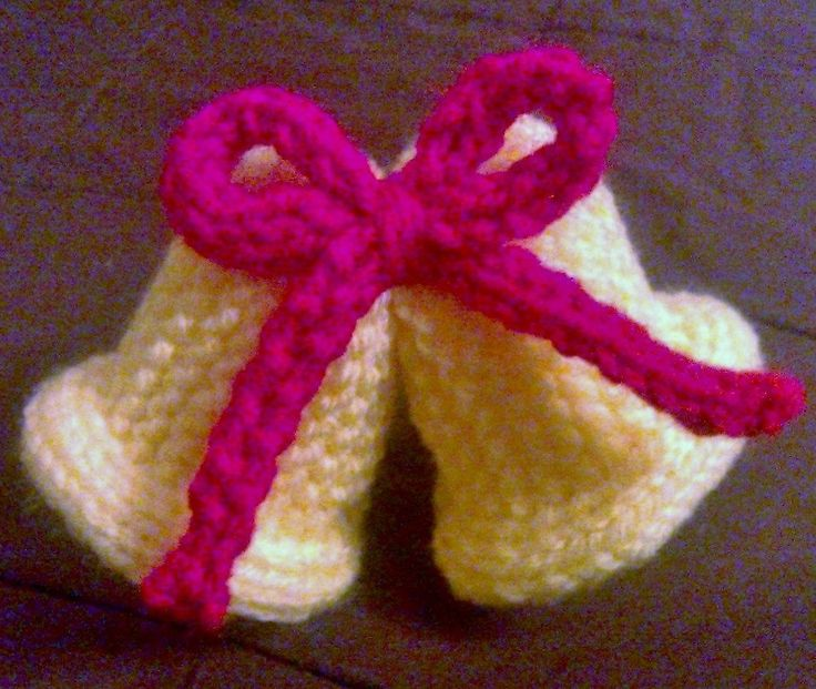 Knitted xmas jingle bells holiday crafts pinterest for Knitted christmas bells