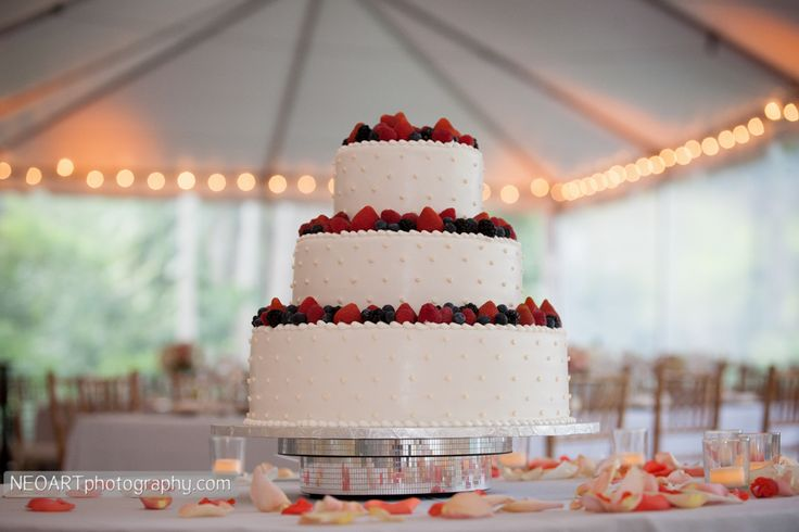 Fruit wedding cake, ummm my favorite!