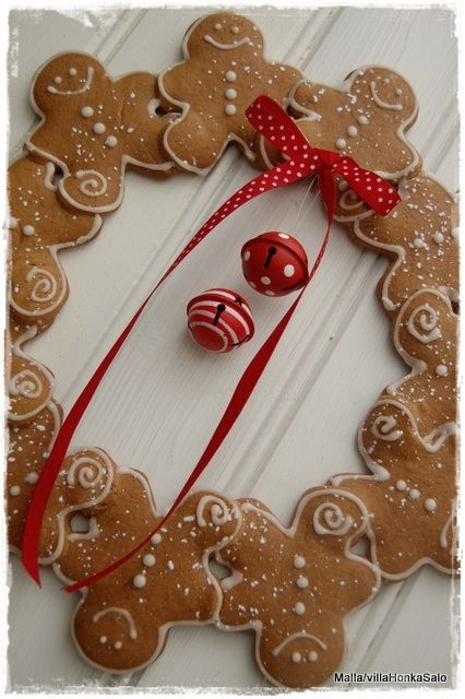 gingerbread men wreath...So cute! Make from Felt