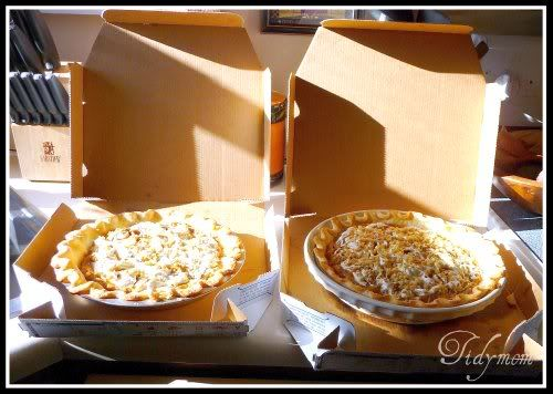 Ever wonder how to transport a #pie?  We use pizza boxes!  great idea for #Thanksgiving at grandmas