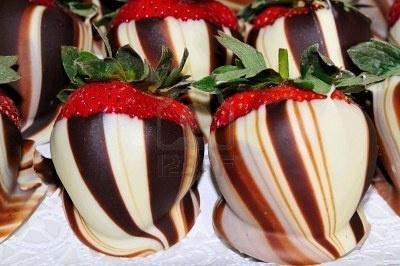 SWIRLED White & Dark Chocolate Covered Strawberries! Trying these this ...