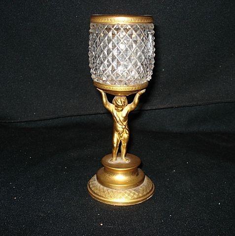 """Ранние 6 3/4 """"бронзовыми фигурными Мальчик держит стеклянную вазу с 1800"""