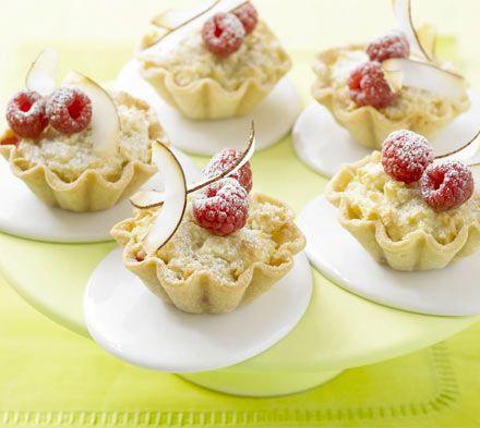 Raspberry & Coconut Macaroon Tarts | Coconut for Coconuts! | Pinterest
