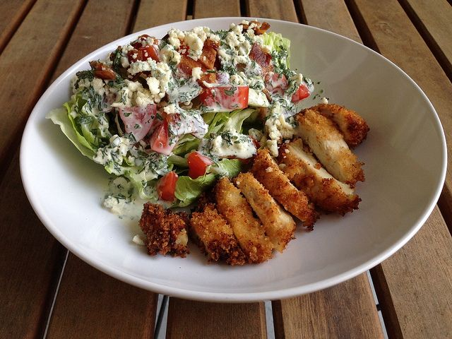 Chicken BLT Salad is a wonderfully fulfilling dinner. ♥ A Taste of ...