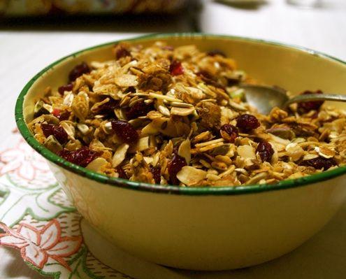 Cranberry, Pistachio and Cinnamon Granola - This crisp and fragrant ...