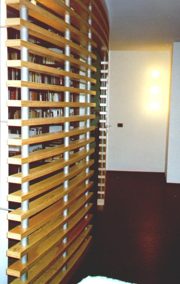 Parete divisoria di legno: chiudi parete di legno perforato mobile.