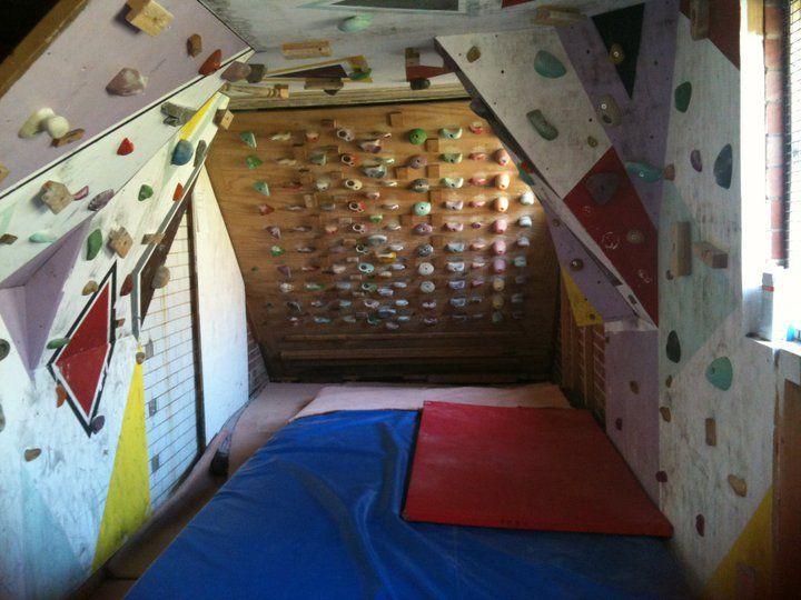 Home climbing walls garage climbing wall woodie for Home climbing