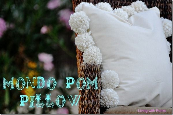 Pom Pom Pillow Tutorial #pompompillow