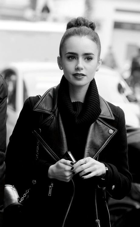 Lily Collins reminds me of Audrey Hepburn when she wears her hair like    Lily Collins Audrey Hepburn