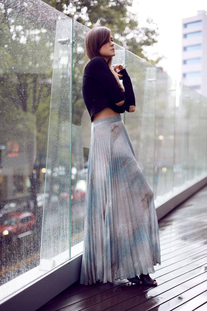 Skirt: TopShop  |  Shoes: MANGO  |  Cropped top: H  |  Bag: Proenza Schouler june
