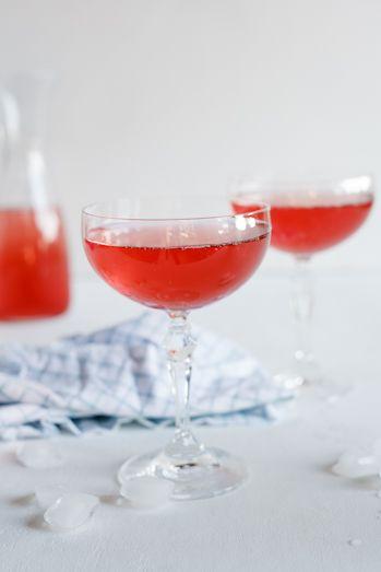 Sparkling pear, cranberry & vodka cocktail. #Recipe #Cocktail # ...