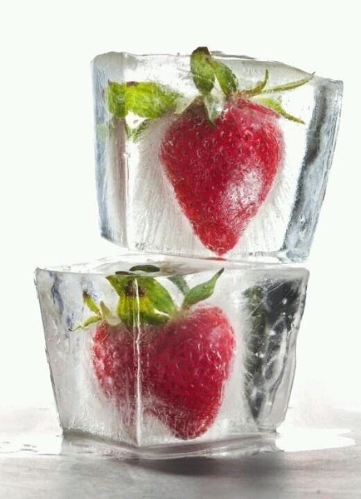 Ice strawberries | Drinks, Smoothies, Garnish, Ice | Pinterest