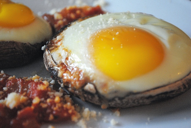 Baked Eggs in Portobellos. Baked 375 for 25-30 min. (Layered mushroom ...