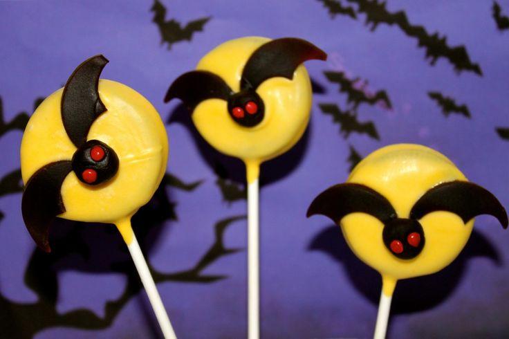 Tutorial: NO BAKE Spooky Halloween Bat Oreo Pops • CakeJournal.com