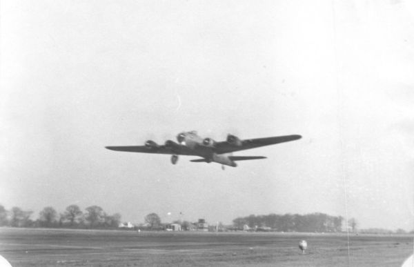 B-17 take off from Thorpes Abbott
