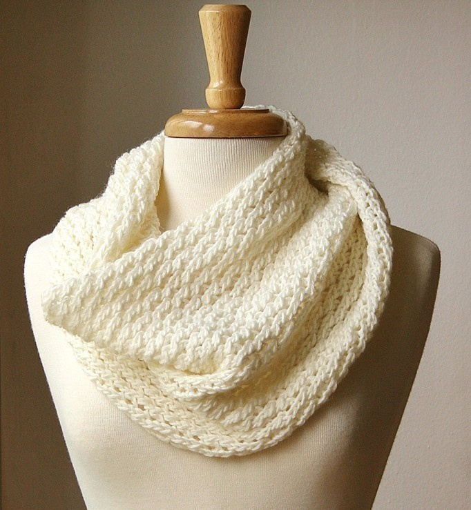 Knitted Infinity Cowl Pattern : Infinity Scarf KNITTING PATTERN. Circular scarf snood ...