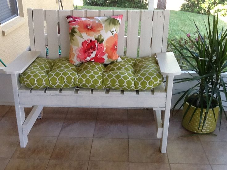 Pallet seat finished. | Home Happenings | Pinterest