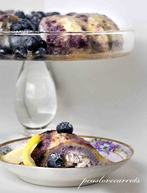 ... edible chemistry...: Pursuits in baking - Easy Blueberry Lemon Bundt