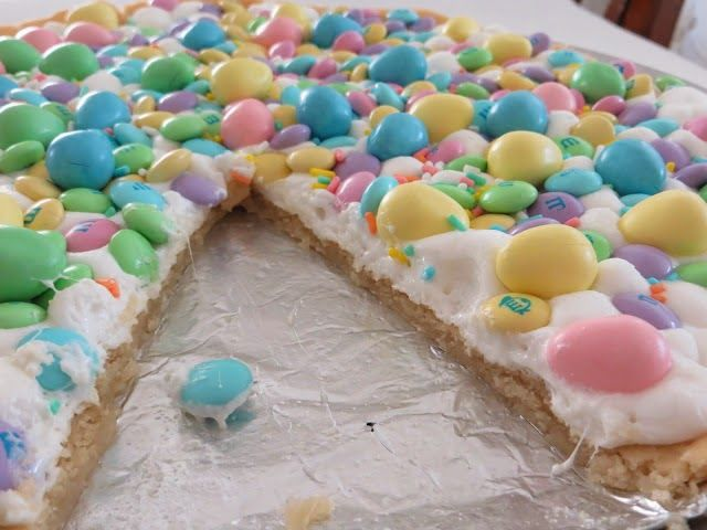 Spring Cookie Pizza | Coast With Me Blog | Pinterest
