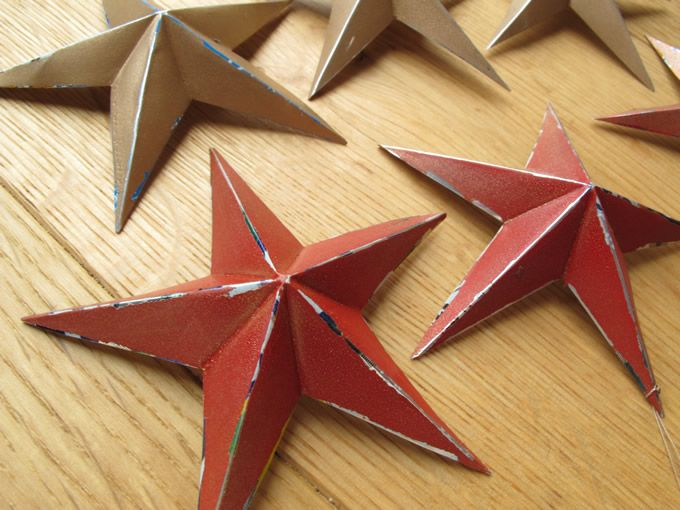 Make your own stars from old soda cans. This would be so pretty on the Christmas tree.
