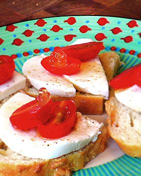 Pixo mozzarella tomato canap recipes to try pinterest for Mozzarella canape