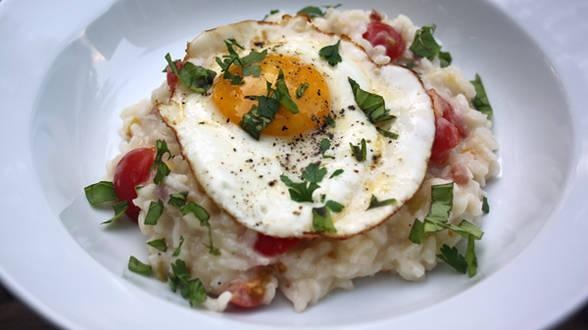 Milanese Risotto with Bacon, Leeks and Tomatoes and Eggs