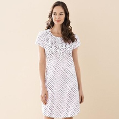 Our women's sleepwear collection includes vintage–inspired pajamas and sleep shirts that are anything but a snoozefest—including cheery gingham women's pajama shorts, supersoft, dreamy cotton pajama pants and a bunch of borrowed–from–the–boys pajama sets and nightshirts made from crisp Canada .