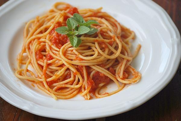 simple tomato sauce, vegan recipe | Sauces & spreads | Pinterest