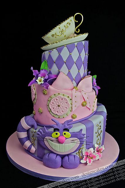 Cheshire cat cake.
